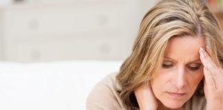 Frau mit Vitamin B12 Mangel