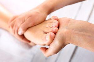 Fuß verstaucht, Wie lange wird man krankgeschrieben? - vitaloo